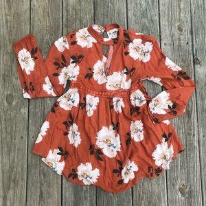 5/25!! Altar'd state Burt orange floral blouse